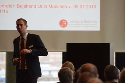 Rechtsanwalt Reichow während seines Vortrages